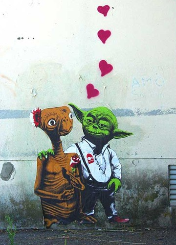 e,t,,love,star,wars,street,art,yoda,illustration-d53242d75d6453753dd417968e6c9b75_h