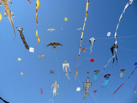 Airworks.SkyFullofKites2010